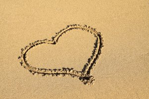 heart_in_sand_187065